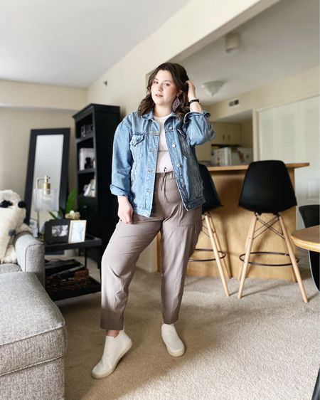 Cargo jogger pants for warm weather!  Shop my look and similar items at thefellowfashionista.com or the @liketoknow.it app. Sizing details on my blog.    http://liketk.it/3irPm    #liketkit   #LTKstyletip