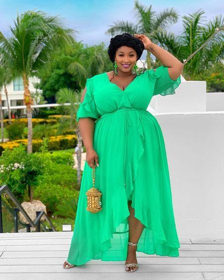 OHHH GREEN! Here is a link to a similar style available in GREEN & BLACK http://liketk.it/2NPCd #liketkit @liketoknow.it #LTKspring #LTKcurves #LTKtravel #nzingaimani #style #fashion #beauty