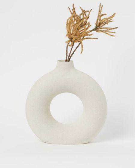 Ceramic stoneware donut vase h&m home http://liketk.it/3hv8e #liketkit @liketoknow.it #LTKhome #LTKstyletip #LTKunder50