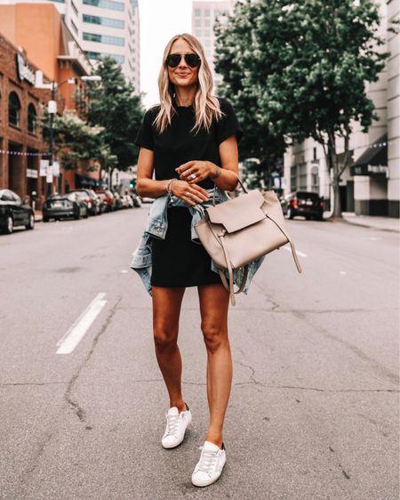 Jak nosić białe sneakersy