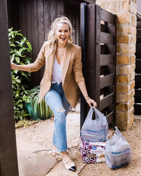 2020 taught me a lot, but it really proved that DELIVERY IS KEY 📦📦📦#ad // I am so proud to be a #Walmart partner & I'm even more proud to brag about the #WalmartPickup & #WalmartDelivery services! 🙌🏻🙌🏻 I talk about them quite frequently in stories, but decided to go ahead & showcase all the info you need to know on my blog, too! // Also, these adorable $28 jeans are from @walmart & they are selling out fast! (I'm wearing a 6, FYI!) http://liketk.it/3bIQB #liketkit @liketoknow.it #LTKunder50 #LTKhome #LTKstyletip #KERRentlyShopping