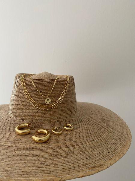 Jewels are all ALV. http://liketk.it/3h21v #liketkit @liketoknow.it #LTKstyletip #LTKtravel