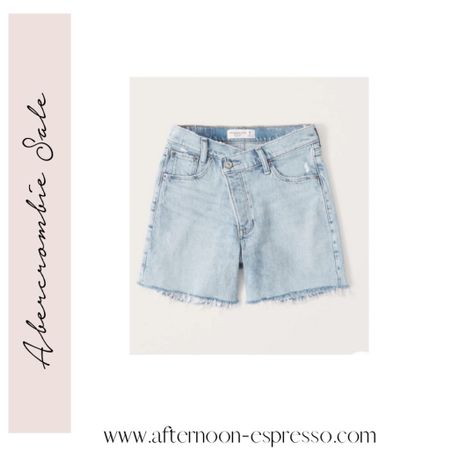 The details on these high rise dad shorts are so good! The perfect length, too! They're on sale right now for less than $50! Abercrombie sale, jean shorts, dad jean