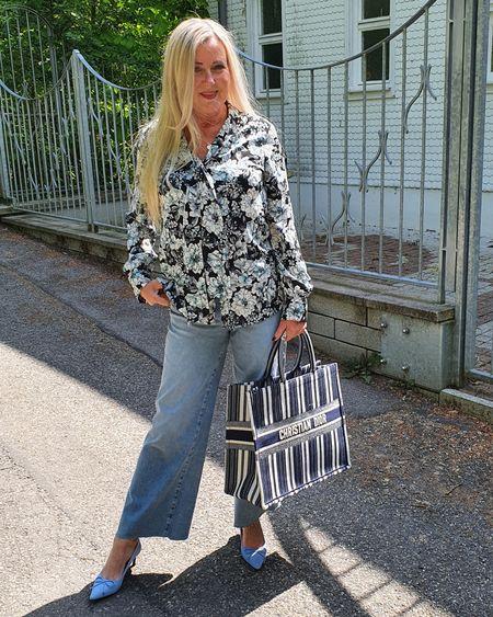 Jeans mit weitem Bein sind momentan ein großer Trend! http://liketk.it/2OYir @liketoknow.it #liketkit