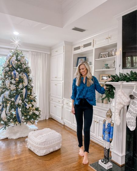 It's beginning to look a lot like Christmas 🎄    Shop your screenshot of this pic with the LIKEtoKNOW.it shopping app http://liketk.it/31ZWI @liketoknow.it #liketkit @liketoknow.it.home #StayHomeWithLTK #LTKstyletip #LTKhome