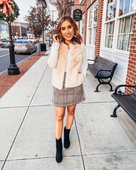 Just rounded up a bunch of outfit ideas for Thanksgiving now love on the blog! Included this cute little plaid skirt I found that I love paired with this faux fur vest and suede booties. Click link in bio or head to shoppedtilshedropped.com to check it out 🦃  Shop all my looks on shoppedtilshedropped.com or in the LIKEtoKNOW.it app - simply download the app, give me a follow or screenshot one of my IG pics to shop! http://liketk.it/2H1MX #liketkit @liketoknow.it