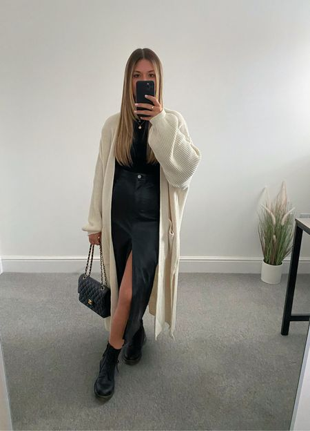 10 ways to wear a maxi cardigan 👉🏼   The perfect transitional layer for those 'in between' outfits. I wasn't much of a cardigan wearer until this came along and now it's all I want to wear.  7. All black     #LTKeurope #LTKunder50 #LTKstyletip