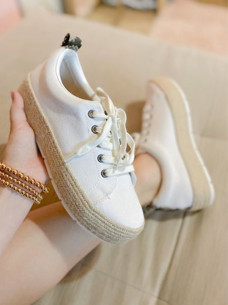 Target sneakers! True to size & perfect everyday option to wear with any outfit🙌 #targetstyle #target #sneakers #whitesneakers #casualstyle  #LTKunder100 #LTKunder50 #LTKshoecrush