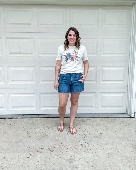 I love a good easy outfit. Graphic tee. Jean shorts. Cute sandals. Done!    http://liketk.it/3fP3S #liketkit @liketoknow.it #LTKunder50 #LTKstyletip