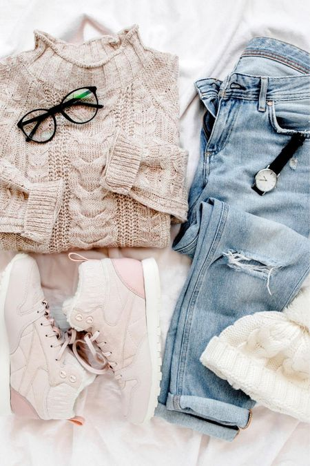 Fall fashion should be cozy and cute!! Women's fall fashion ideas. Fall outfit ideas. Casual clothes. Casual outfit ideas. Cute accessories. Fall accessories. Cute fall outfits for women.   #LTKstyletip #LTKshoecrush #LTKunder50