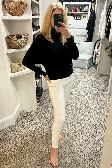 Sweater size S, jeans fit TTS     #LTKunder100 #LTKstyletip #LTKSeasonal