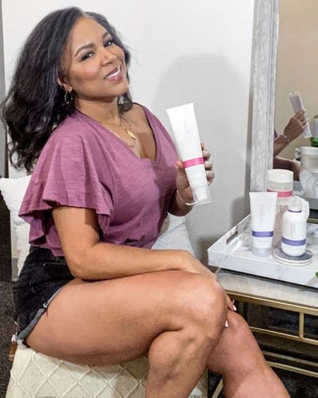 Have you ever tried Philip Kingsley products? Happy Saturday 💜👚👩🏽🦳  The 💓Elasticizer is a  #1 bestseller! —>The World's First, Multi Award Winning Hair Mask Restore Your Hair's Natural Bounce & Shine •1 sold every minute.  •The original hair mask which gets to work after just 3 minutes, leaving hair stronger, healthier and noticeably more nourished.  #LTKbeauty