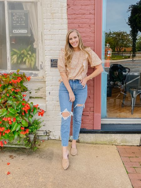 Paired the cutest ruffle floral top with my favorite distressed high rise mom jeans 🙌  #LTKsalealert #LTKcurves #LTKunder50