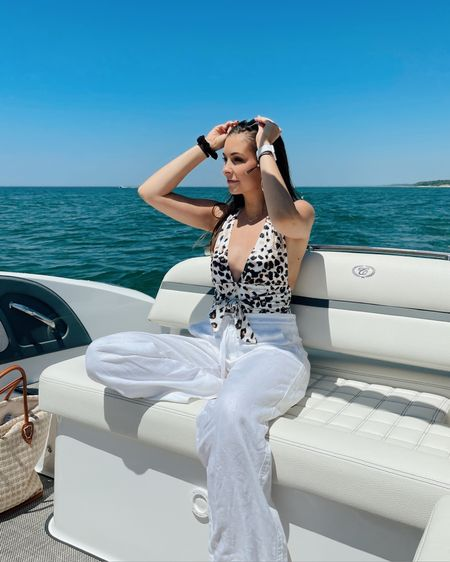 Oh boy did it feel good to be out on the boat for the first time this Summer 😍 Michigan lake life really is one of a kind  • • •  http://liketk.it/3h21B @liketoknow.it #liketkit #LTKsalealert