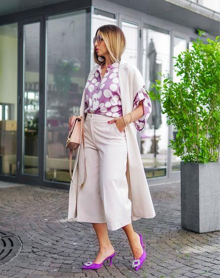 Lavender 💜   Werbung  Polka dots mal anders 🟣⚪️ und ein Neuzugang in meiner Farb - Welt 💜@summumwomen 👉🏻  Alle Details zu dieser raffinierten Bluse und dem total Look mit Culotte und passender long vest in den heutigen Stories 👏🏻   #ootd #allwhite #chiclook #purple #culotte #longvest #lavender #layering #summumwomen #fashioninspo #fallstyle #autumnlook #styleinspo #mules #diormantaigne #diorbag