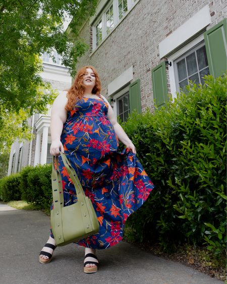 Perfect spring outfit! I love the Navy floral dress with the green bag! http://liketk.it/3ewSD #liketkit @liketoknow.it #LTKcurves #LTKitbag #LTKstyletip