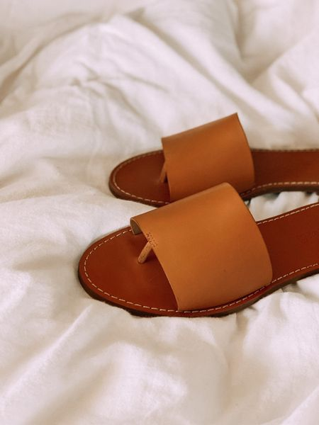 Just got these boardwalk post slide sandels from Madewell and am already obsessed! http://liketk.it/2Sicb #liketkit @liketoknow.it #LTKeurope #LTKshoecrush #LTKstyletip @liketoknow.it.europe