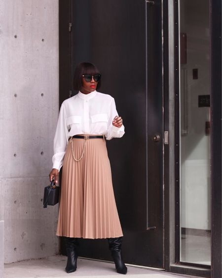Silk & Pleats 🦢🕊✨|| Hello people! Hope you're having a wonderful start to your day. It's all about this workwear inspired look now on my blog. I recently bought a few pleated skirts and I can't wait to wear them all! I forgot how much I love pleated skirts. More on this look including shopping links on my blog, link in my bio.  _______ Or follow my on the LIKEtoKNOW.it app. to shop all my posts. @liketoknow.it #liketkit http://liketk.it/2JH7z #LTKworkwear #LTKitbag #pleatedskirt