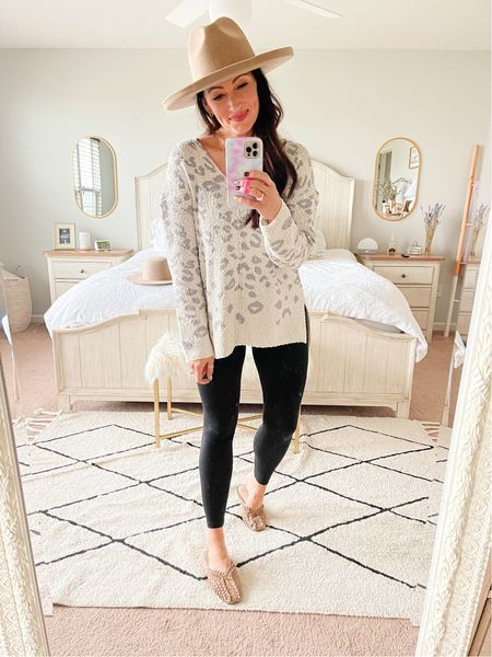 Size medium sweater  - code ASHDONIELLE15 for 15% off the hat