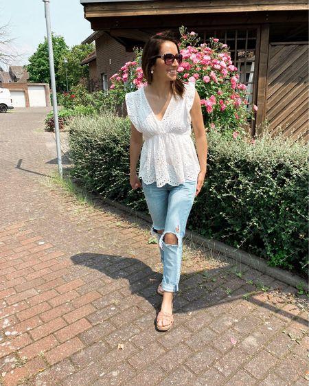 I love these jeans!  The top goes great with it!  ❤️   You can buy my looks right away by following me in the LIKEtoKNOW.it shopping app! . . . 🇩🇪: Ich liebe diese Jeans! Das top passt super dazu! ❤️   Du kannst meine Looks sofort kaufen, indem du mir in der LIKEtoKNOW.it-Shopping-App folgst!     http://liketk.it/3ht5C #liketkit @liketoknow.it   #LTKstyletip #LTKunder100 #LTKunder50