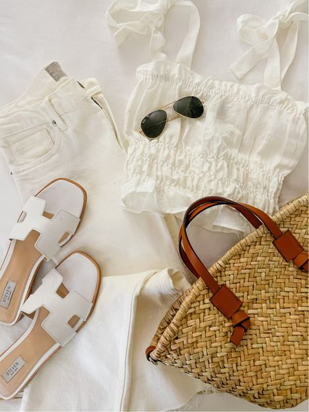 """Memorial Day means white is """"officially"""" okay to wear, even though I've been breaking the rules for weeks! Love this Memorial Outfit idea—everything is under $100. Top runs a tad small if you have a long torso, so I recommend sizing up. Jeans are old Everlane, similar linked! Enjoy your weekend! 🇺🇸 
