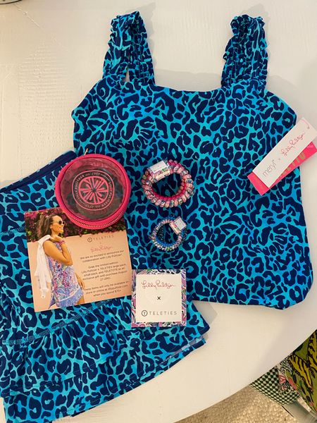 Lilly Pulitzer for Tele Ties! How fun is this workout set?! 🐆💙 #LillyPulitzer #TeleTies