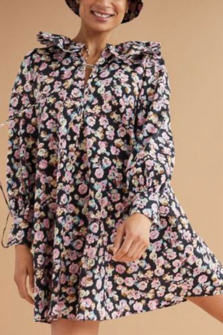 this floral dress has the sweetest flounced collar!