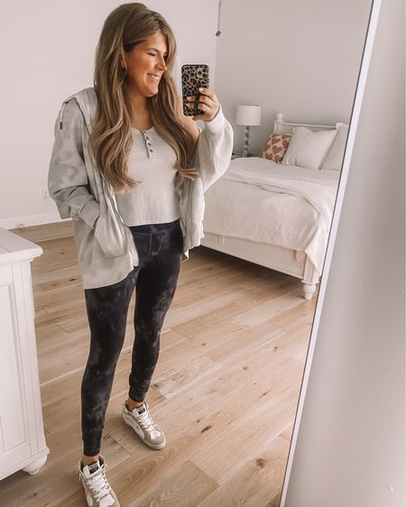 I'm not sure what you wanted to see more of today, another mirror selfie 🙄 or skillet cookie 🙌🏼 so I gave you both 🤣 Happy Thursday Friends. Make it a good one!!   . .  http://liketk.it/3eFHT @liketoknow.it #liketkit #LTKunder50 #LTKshoecrush #LTKstyletip