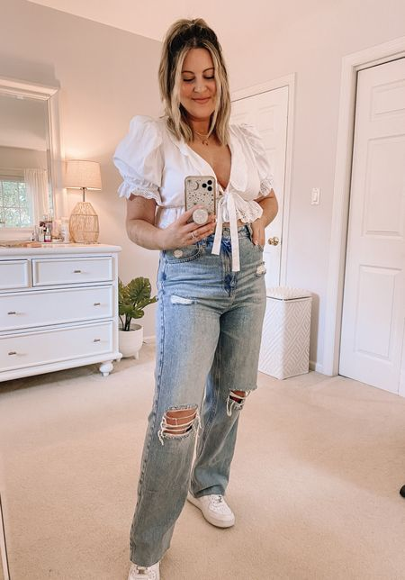 Found the BEST 90s style jeans! Super high waisted with a minimal waist gap. We love to see it 👏🏼 Wearing a size 29.