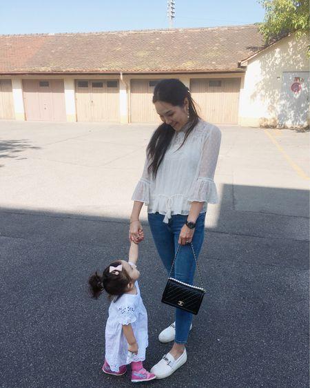 我的最愛❤️ 最愛的上衣👚, 最愛的牛仔褲👖, 最愛的白鞋👟, 最愛的耳環, 最愛的手錶⌚️, 最愛的手袋👜, 還有最愛的小伙伴👧🏻! 終於肯讓媽媽拖著小手一起走路了!😌☺️💕 更多資訊: http://liketk.it/2F090  . . . #motherdaughter #elenaandmeOOTD #babyelena的成長日記 #outfitoftheday #ootd #zaratop #zarajeans #chanelbag #chanelj12 #todsshoes #chanelearrings #babyoutfit #babyfashion #fashionblogger #motherhood #mommyblogger #holdmyhand #19monthsold #liketkit @liketoknow.it