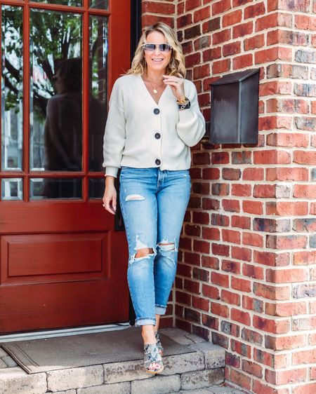 I love good transition pieces that last through the year.. the cardigan with shorts, the perfect summer jean and a sandal that makes a statement! I'm here for it! Also hey how are ya?! 😊  http://liketk.it/3fqsD #liketkit @liketoknow.it Shop your screenshot of this pic with the LIKEtoKNOW.it shopping app #LTKunder100 #LTKstyletip #LTKunder50  . . . . . . . . .  #ootdshare #bloggerbabe #bloggerstyle #realoutfitgram #mamaswithstyle #realmomstyle #getthelook #styleinspo #michiganblogger #whatiwore #aboutalook #rewardstyleblogger #pursuepretty #affordablefashion #outfitinspo #stylecrush #outfitgoals #basic #springstyle