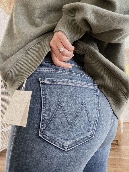 Even though I immediately changed back into sweats after trying on these @motherdenim jeans, I needed to remind myself that I can in fact wear real pants if I try hard enough👖🤍 http://liketk.it/39F65 @liketoknow.it #liketkit #motherlovesyou #motherdenim #jeans