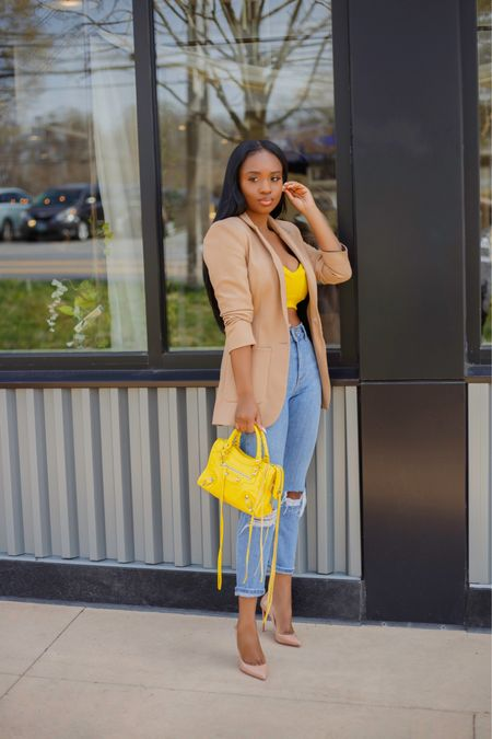 My Easy Spring Look; Blazer and a pop of color crop top 💛 Outfit linked on my blog (in bio) Alternatively shop this and similar options by following me on the @liketoknow.it app Happy hump day Beauties  👋🏾 . .  #liketkit http://liketk.it/3ciWL #ootd #dmvblogger #blogger