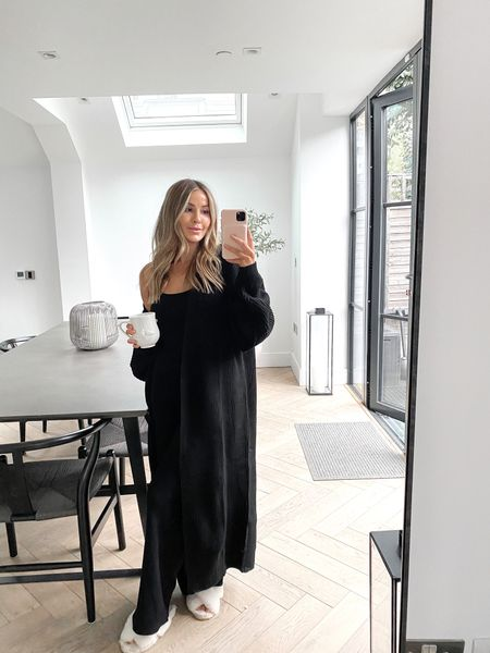 The most perfect loungewear set 🖤