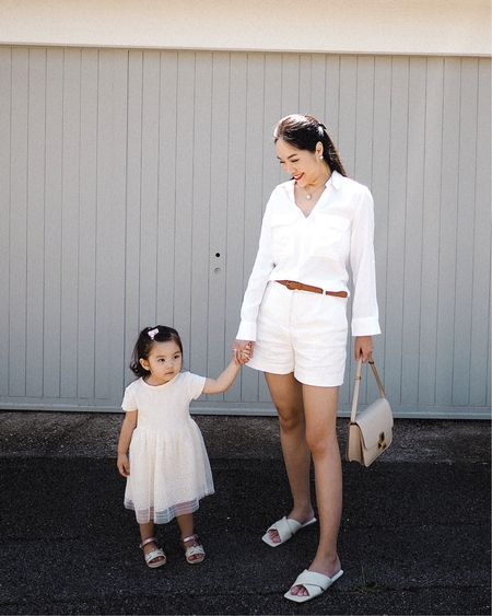 一到夏天便很喜歡穿白色的衣服 清新🤍乾淨🤍自然🤍簡潔 白色上衣絕對是不能少的單品 不論下身是配短褲、牛仔褲👖或是裙子 也很好看易襯百搭👍🏻 ㅤㅤㅤㅤㅤ 飾品💫 @ellangelcollection ㅤㅤㅤㅤㅤ 更多不同款式的白色上衣👇🏻  http://liketk.it/2Uwke  ㅤㅤㅤㅤㅤ 歡迎在@liketoknowit app follow我的衣著穿搭 第一時收到通知即時選購以免產品售罄喔😘 ㅤㅤㅤㅤㅤ 更多款式將會分享在IG Story上, 有直接連結🔗方便選購喔!🤗 (其實每次未分享在Story上已經售罄了😅)   #liketkit @liketoknow.it #motherdaughterootd #zarawoman #zarakid #celinebox #whiteshirt #whitetop #whiteblouse