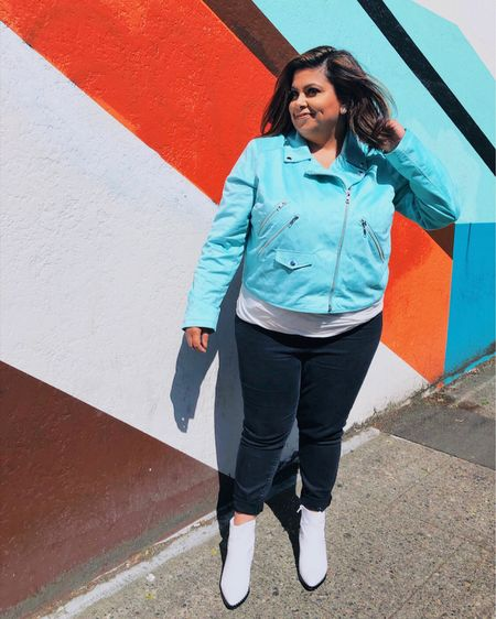 It's not everyday I match the streets of #Ballard, but when I do I take a 📸. Sign up for @liketoknow.it to get outfit links sent right to you. #SPOILERALERT This jacket is on sale for less than $45! • • • • •  #LTKunder50 #LTKunder100 #LTKcurves #liketkit #whatsETwearing http://liketk.it/2C21O
