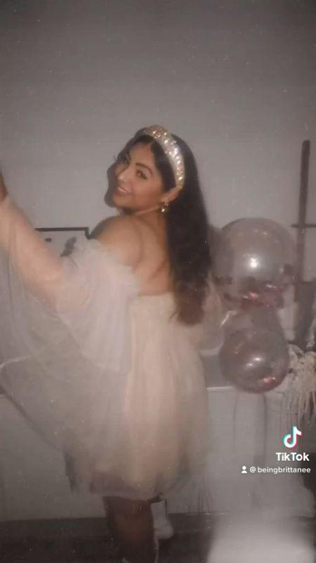 Whimsical romantic puff sleeve dress for birthday cocktails. Size Large.   #LTKHoliday #LTKSeasonal #LTKunder50