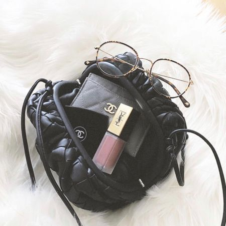 What's in my bag 👀   #LTKitbag #LTKSpringSale #liketkit http://liketk.it/3bdjS @liketoknow.it