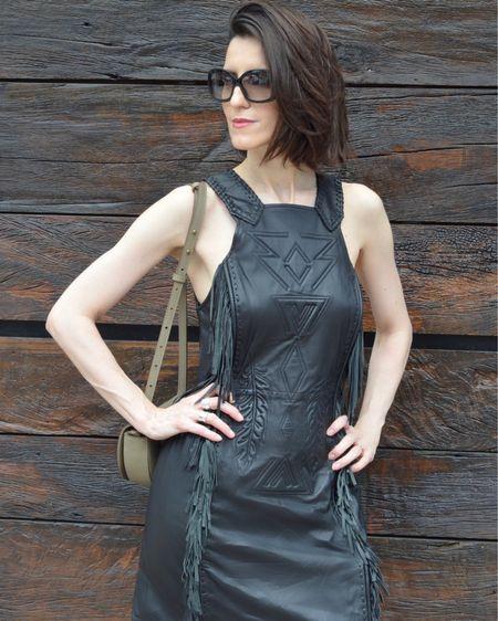 Aí vc namora o vestido de couro até ele ficar com mega desconto para comprar ❤️.  Créditos para as peças aqui http://liketk.it/2K8Ky   #liketkit #LTKbrasil #LTKstyletip #LTKsalealert @liketoknow.it