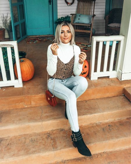 You're never too old to beg for candy🍭 #trickortreat •  http://liketk.it/2xZdr #liketkit @liketoknow.it