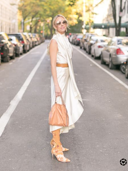 It's a camel and white kind of Wednesday 🖤  http://liketk.it/2JaHn #liketkit @liketoknow.it   Photo Cred: