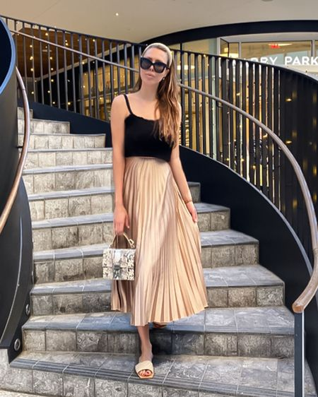 Chic style casual -long skirt http://liketk.it/339P5 #liketkit @liketoknow.it #LTKstyletip Shop your screenshot of this pic with the LIKEtoKNOW.it shopping app