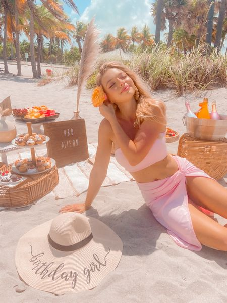 The most perfect beach soirée outfit 🥰 http://liketk.it/3h8Cq #liketkit @liketoknow.it #LTKunder50 #beachoutfit #twopiece #pink #beachbag #bamboobag #strawhat #cutehat