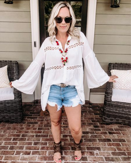 I told y'all I'm obsessed with this cutie top! I mean how cute is this?!? And for $22! 😍 You guys have been loving these jean shorts but, unfortunately, they're sold out. 👎🏼 I'm linking a bunch of great ones for ya though. Happy Monday, ☀️ friends! #liketkit @liketoknow.it http://liketk.it/2Chot #LTKsalealert #LTKshoecrush #LTKspring #LTKstyletip #LTKunder50 #LTKunder100