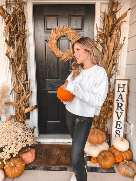 Fall porch & the cutest cropped sweatshirt for fall 🧡