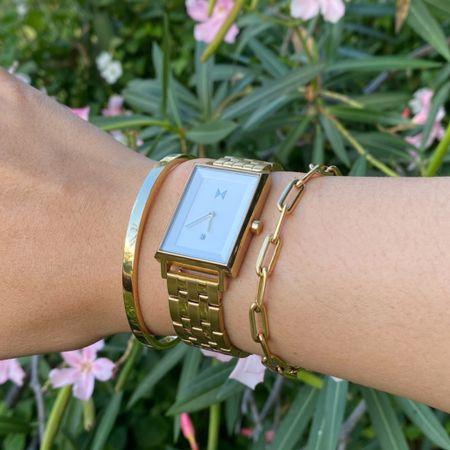 "wearing this arm stack from @mvmtforher ⌚️ shop and use my discount code ""jennsaetern15"" to save even more!  #mvmtanniversary #jointhemvmt #mvmt #brandedcontent #mvmtforher  #LTKbacktoschool #LTKsalealert #LTKSeasonal"
