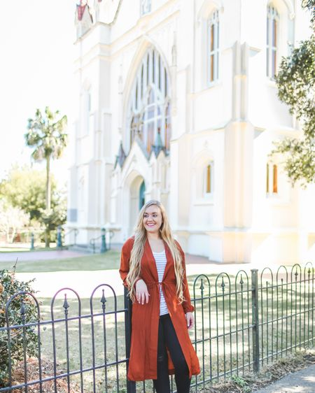 Smile, it's Saturday! Only the best day of the week!😃 DOUBLE TAP if you agree! Happy Weekend to you, any plans for the day?  📷@Katie_BeePhoto __________________________________  Duster style kimonos are my favorite, they add a chic look to your wardrobe. This silky, ballon sleeve kimono can quickly elevate a casual look. It's under $30 and also comes in emerald green!😍  __________________________________  Download the free LIKEtoKNOW.it app and follow me to get outfit details for every look! I always have everything on CentsibleBlonde.com too or at the link in my bio! 😘 __________________________________  http://liketk.it/2zigk @liketoknow.it #liketkit #LTKunder50 #LTKstyletip #LTKunder100