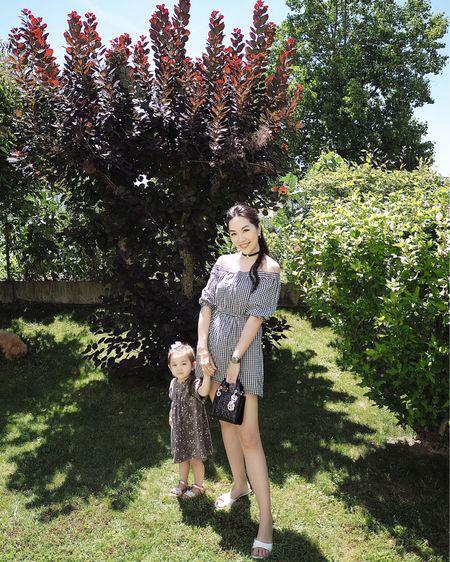 對上一次穿這條裙子應該就是三年前 當時Elena還在肚子裏 我們到了意大利🇮🇹羅馬Babymoon 👶🏻🌙 原來這個手袋也是那次旅行時買的🙈 每次看回舊照 都會覺得當初有拍下來真好 不然的話真的會忘記了😅 ㅤㅤㅤㅤㅤ 📷: 19.09.2017 ㅤㅤㅤㅤㅤ 更多夏日☀️露肩連身裙👗👇🏻  http://liketk.it/2S61g  ㅤㅤㅤㅤㅤ 更多款式將會分享在IG Story上, 有直接連結🔗方便選購喔!🤗   #liketkit @liketoknow.it #offshoulderdress #summerdress #motherdaughterootd #outfitoftheday #kidootd #ladydiormini #summerlook