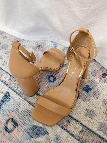 The most comfortable block nude heel!! They run true to size & are only $80. No break-in period needed 🙌🏻 #heels #nudeheels #weddingguest