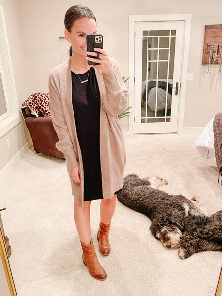 You get a side of Bernedoodle in this outfit pic today! Layering the coziest oversized long cardigan over a simple black dress today. The price of the cardigan is 👌🏻 and it comes in black too!